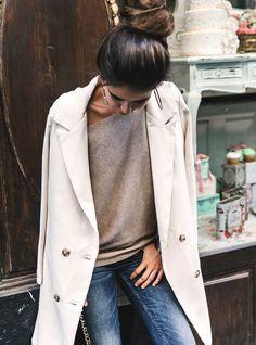 Pull épaule dénudée + long blazer d'extérieur = le bon mix (blog Collage Vintage)