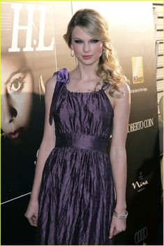 Taylor Swift is a Young Superstar: Photo Singer Taylor Swift attends Hollywood Life magazine's Annual Young Hollywood Awards at Avalon on Sunday in Hollywood. Taylor Swift received the Superstar… Young Taylor Swift, Estilo Taylor Swift, Taylor Swift Fearless, All About Taylor Swift, Taylor Swift Quotes, Taylor Swift Style, Taylor Swift Pictures, Taylor Alison Swift, Swift Photo