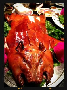 Chinese food - roasted piglet ( roasted suckling pig) 烤乳豬