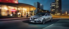 Renault Megane pod osłoną nocy