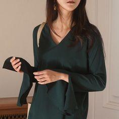 애정하는 블라우스   빨리 따뜻해지렴 날씨야   .  .  #업뎃완료 .  .  .  #다우니데일리룩  .  .  .  .  .  #아웃핏#니트#투엘브#블라우스#스타일#패션#오오티디#1월#ootd#fashion#outfit#style#knit