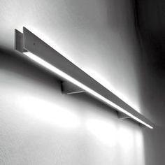 Wandleuchte aus Aluminium mit Polykarbonatdiffusor für direkte Beleuchtung (1L), indirekte Beleuchtung oder beides (2L). Verfügbar in mehreren..