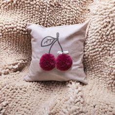 Кому сейчас нужен уют и #поспать? @ПОДУШКА ДЕКОРАТИВНАЯ от @razverni вам пригодится) razverni.com #подушка #хочуспать #уют #счастье Sewing Pillows, Diy Pillows, Decorative Pillows, Throw Pillows, Cushions, Diy Arts And Crafts, Crafts To Sell, Crochet Projects, Sewing Projects