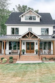 24 Amazing Farmhouse Porch Design Ideas And Decorations. If you are looking for Farmhouse Porch Design Ideas And Decorations, You come to the right place. Below are the Farmhouse Porch Design Ideas A. Farmhouse Front Porches, Modern Farmhouse Exterior, Rustic Farmhouse, Farmhouse Ideas, Farmhouse Style, Farmhouse Home Plans, Farmhouse Interior, Farmhouse Homes, Farmhouse Addition