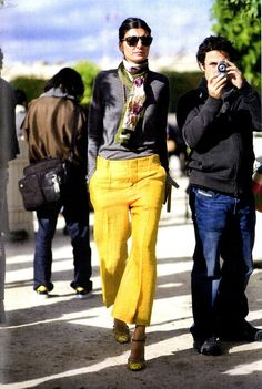 Match cropped hip-slung linen pants to ankle-strap shoes of the sample colour. Giovanna Battaglia