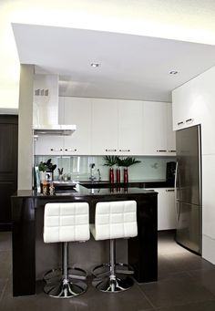 I love this kitchen for small spaces cause of its chic and functional design