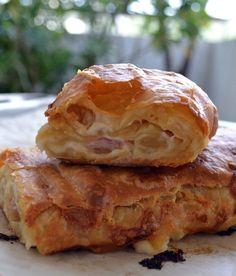 Λαχταριστό στρούντελ με ζαμπόν γαλοπούλας και τυρί(α) Strudel, Greek Recipes, Apple Pie, Sandwiches, Pizza, Bread, Desserts, Tarts, Food