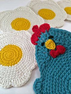 Chicken Or The Egg Coaster Set By Sarah Moss - Purchased Crochet Pattern - (ravelry) Crochet Kitchen, Crochet Home, Crochet Gifts, Free Crochet, Knit Crochet, Crochet Vintage, Crochet Chicken, Chicken Crochet Potholder, Chicken Crafts