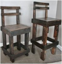 wooden pallet bar stools with backs. Pallet Furniture Bar, Pallet Bar Stools, Pallet Stool, Counter Height Bar Stools, Diy Furniture, Recycled Furniture, Homemade Bar, Pallet Crafts, Pallet Ideas