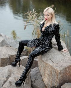 High Leather Boots, Leather Pants, Vinyl Clothing, Sexy Latex, Glamour, Rain Wear, Cool Suits, Wearing Black, Sexy Outfits
