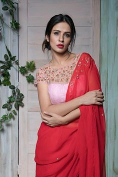 Ohhhh red is here again Netted Blouse Designs, Saree Blouse Neck Designs, Fancy Blouse Designs, Fresco, Stylish Blouse Design, Saree Trends, Designer Blouse Patterns, Stylish Sarees, Fancy Sarees