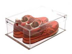 Wholesale and Custom Clear Acrylic Shoe Display Boxes from IDEAL with reasonable price and high quality. Shoe Display Case, Acrylic Display Case, Pop Display, Display Boxes, Acrylic Box, Clear Acrylic, Visual Merchandising, Glass Shoes, Design Furniture