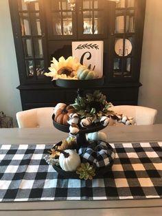 Impressive Farmhouse Fall Decorating Ideas 34 - New Ideas Fall Home Decor, Autumn Home, Interior Design Minimalist, Seasonal Decor, Holiday Decor, Decorating Your Home, Fall Decorating, Tray Decor, Deco Table