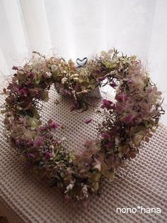 ♥飾ってシアワセ!霧のような甘い色合いのハートリースです。オレガノやパープルのスモークツリーが幻想的です。・・・・・・・・・・・・・・・・・・・... ハンドメイド、手作り、手仕事品の通販・販売・購入ならCreema。