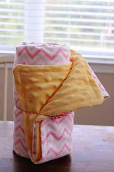 Most current Images Sewing for beginners blankets Tips Easy minky blanket tutorial. How to sew a minky blanket. Baby blanket s How To Sew Baby Blanket, Baby Blanket Tutorial, Easy Baby Blanket, Fleece Baby Blankets, Minky Baby Blanket, Baby Sewing Projects, Sewing Projects For Beginners, Baby Sewing Tutorials, Sewing Tips
