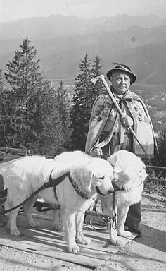 Polish mountaineer w polish sheepdog.European culture is cool. I'm happy to be Polish Polish Folk Art, Tatra Mountains, Great Pyrenees, My Heritage, Historical Pictures, People Of The World, Mountain Dogs, Working Dogs, Eastern Europe