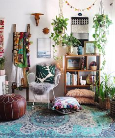 Here are some doable living room decor and interior design tips that will make your home cozy and comfortable for family and friends. Boho Living Room, Interior Design Living Room, Living Room Designs, Living Room Decor, Bedroom Decor, Decor Room, Earthy Home Decor, Diy Home Decor, Reading Room Decor