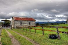 Old Farm Building, Levin, Horowhenua, Manawatu region. Old Farm, Old Buildings, New Zealand, Places To Go, Country Roads, Cabin, House Styles, Ranges, Outdoor