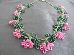 tığ işi Fringe Necklace, Diy Necklace, Flower Necklace, Crochet Necklace, Diy Jewelry, Beaded Jewelry, Crochet Accessories, Jewelry Patterns, Beaded Flowers