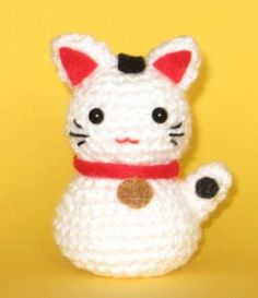 "Maneki Neko (lucky cat) Free Pattern. Note: reverse the body and head to make it extra ""kawaii""!"