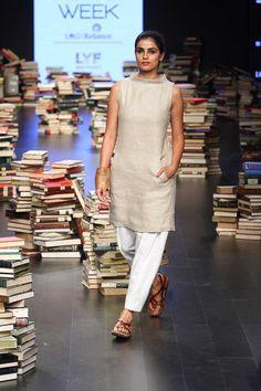 Rajesh Pratap Singh at Lakmé Fashion Week winter/festive 2016 Indian Attire, Indian Wear, Indian Outfits, Indian Dresses, Kurta Designs Women, Salwar Designs, Stylish Dresses, Fashion Dresses, Desi Clothes