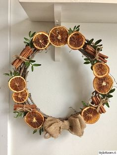 Kindergarten Crafts, Potpourri, Grapevine Wreath, Craft Projects, Craft Ideas, December, Christmas Decorations, House Design, Wreaths