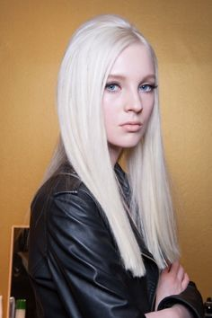 MFW Hair: '60s Backcombing by Redken at Versace F/W 2014