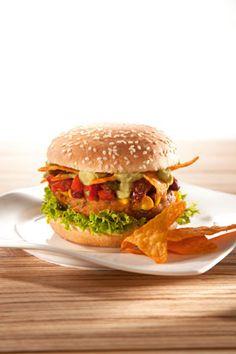 Vegetarischer Tex-Mex-Burger mit Guacamole und Salsa (Rezept aus VEGAN FOR FUN)