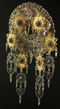 Magasin for Bunad og Folkedrakt Filigree Jewelry, Antique Jewelry, Silver Jewelry, Traditional Dresses, Traditional Art, Norwegian Wedding, Costumes Around The World, Norse Vikings, Baubles And Beads