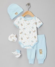 With cuddly prints and appliqués, this set is ready to wrap cutie pies up in the biggest of bear hugs. Bringing top-to-bottom coverage, this assembly also features convenient fixtures such as button snaps, elastic and snug cuffs to make dressing a breeze. Includes bodysuit, beanie, pants, booties and mitts