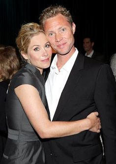 Christina Applegate and Martyn LeNoble swapped vows in front of six guests -- including daughter Sadie -- in their L.A. home's living room Feb. 23.