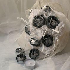 Bouquet metalromantico per una sposa originale. I fiori metallici sono realizzati recuperando i tealight