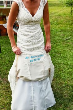 Country bride photo by kina wicks http ruffledblog for Places to donate wedding dresses