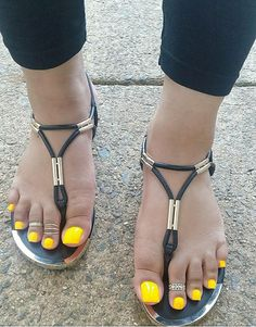 No photo description available. Cute Toe Nails, Cute Toes, Pretty Toes, Nice Nails, Yellow Toe Nails, Long Toenails, Women's Plus Size Swimwear, Foot Toe, Beautiful Toes