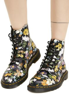 Dr. Martens Pascal Darcy Floral Backhand will have ya walkin' thru da garden all day, babe. These classikk combat boots feature an impossibly smooth floral print leather construction that molds 'N moves with yer feet, thick ass treaded soles, cushioned footbed, signature yellow stitching, AirWalk pull tabs, and full length lace-ups.