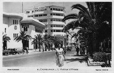 La dolce vita made in Morocco… Photo Grand Format, Paul Henreid, Casablanca 1942, Moroccan Art, Moroccan Caftan, Claude Rains, Humphrey Bogart, Photos Du, Old Pictures
