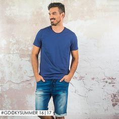 Total comfy: Aposte na bermuda em molejeans Gdoky para compor looks leves e descontraídos! #Gdokymen #Comfortdenim #Summer