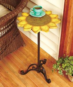 Ideas for the home with sunflower theme. Ideas for the home with sunflower theme. Sunflower Themed Kitchen, Sunflower Room, Sunflower Kitchen Decor, Sunflower House, Metal Side Table, Side Tables, Kitchen Themes, Mellow Yellow, Wood Crafts