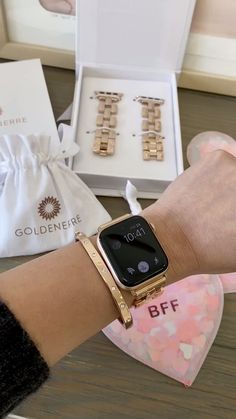 Tech has never looked so pretty! Dress up your Apple Watch with this striking band made of high quality stainless steel. Apple Watch Accessories, Iphone Accessories, Apple Watch Bracelets, Link Bracelets, Sac Michael Kors, Apple Watch Bands Fashion, Sacs Louis Vuiton, Apple Band, Stylish Watches