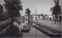PUEBLO DE IXTACALCO antes de la desaparcición del canal. 1920. Foto Charles B white.