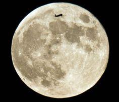 Aeronaves tendo como fundo a lua e o sol 14