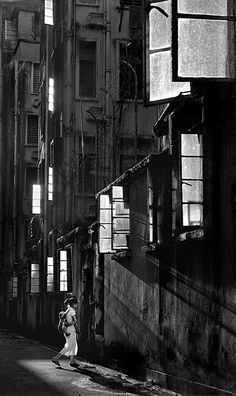 Fan Ho Back World, Back Home From Street Scenes