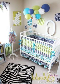 Babyzimmer deko grün  babyzimmer dekorieren chevron muster wand pompoms babyblau | Ideen ...