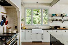 Sink, range niche, open shelves - Jessica Helgerson Interior Design