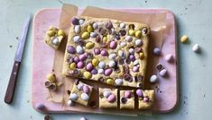 These mini egg blondies are a fun and easy recipe to make with children for Easter. They have a mild toffee flavour and a fudgy richness similar to raw cookie dough. Yorkshire Pudding Wrap, Baking Recipes, Dessert Recipes, Baking Ideas, Cake Recipes, Simnel Cake, Easter Biscuits, Raw Cookie Dough, Mini Eggs