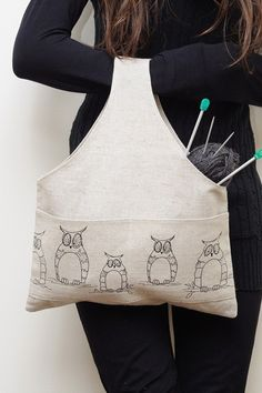 what a great knitting bag! This would be easy to sew!