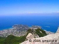 Escursione sul Monte Epomeo - isola d'Ischia.  E' raggiungibile da Fontana, frazione del comune di Serrara-Fontana, dove nei pressi della piazzetta una stradina asfaltata (laterale) conduce a soli 40 minuti di cammino dalla vetta.
