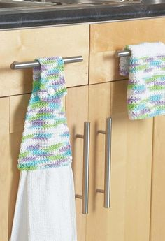 Towel Topper & Dishcloth in Bernat Handicrafter Cotton Prints Crochet Quilt, Free Crochet, Crochet Tops, Easy Crochet, Knitting Patterns Free, Crochet Patterns, Free Knitting, Crochet Ideas, Crochet Projects