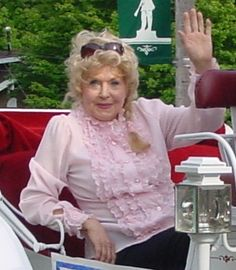"""Donna Douglas (Beverly Hillbillies) Age finally caught up with """"Ellie Mae Clampet"""""""