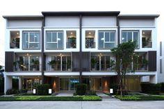 หลังคาเมทัลชีท หรือ หลังคากระเบื้องดี - Pantip Marangoni, House Viewing, Shophouse, Modern Home Offices, Loft House, Facade Design, Creative Home, Apartment Design, Cambodia